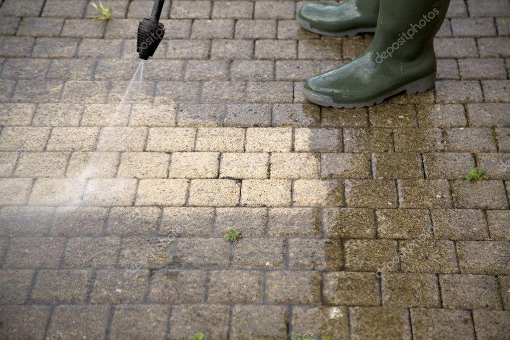 power washing sidewalk  pavers